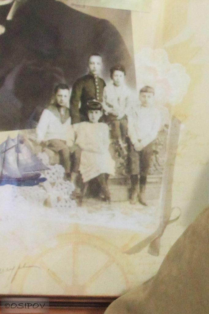 Фото 1894 года, слева направо: Николай Евгеньевич Лозинский (1884-1900), Александр Александрович Блок (1880-1921), Анна Евгеньевна Лозинская (1887-1952), Андрей Адамович Кублицкий-Пиоттух (1886-1960), Феликс Адамович Кублицкий-Пиоттух (1884-1970).